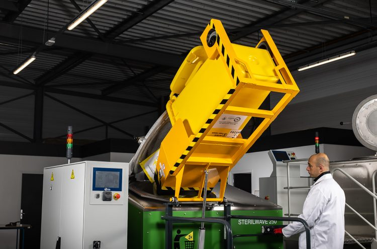 Automatic waste loading system for Sterilwave 250
